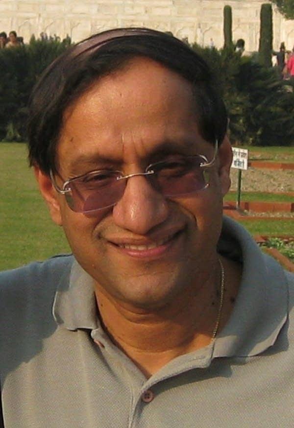 A headshot of a man.